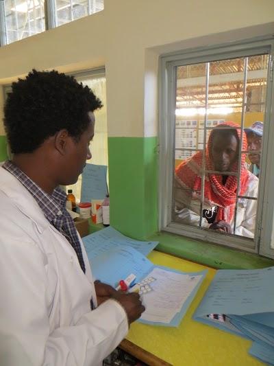 Atención farmacéutica en hospital de Gambo, Etiopía